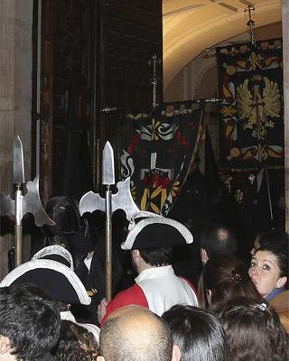 La Cofradía de la Virgen de las Angustias el viernes santo.-Mariano Cieza/EFE