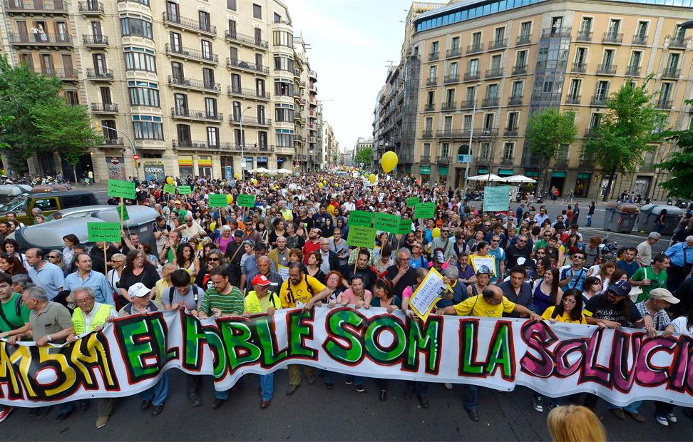 Los manifestantes marchan por Barcelona en el aniversario del 15-M.-REUTERS/Felix Ordonez