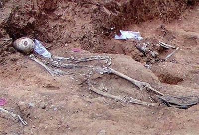 Restos encontrados en Cazalla de la Sierra a finales de 2010 - EFE