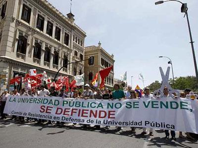 Una de las manifestaciones en contra de los recortes en materia de educación de los gobiernos central y regionales. EFE/Juan Francisco Moreno