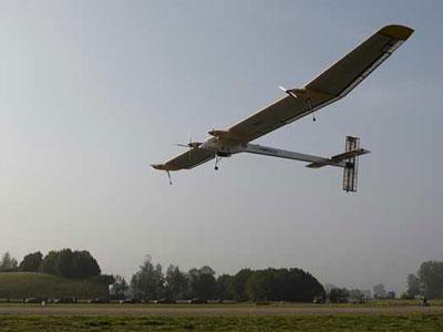 El 'Solar Impulse' es el primer avión solar de la historia. REUTERS/Denis Balibouse