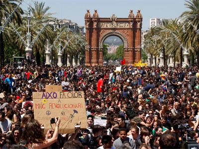 Cerca de 20.000 estudiantes se han concentrado en protesta por los recortes. REUTERS