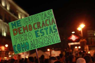 Pancarta vista en la Puerta del Sol de Madrid, el pasado verano.