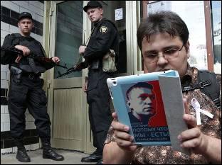 Ofensiva de Putin contra la oposición el día previo a nuevas protestas