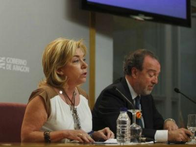 Dolores Serrat y Javier Callizo, ayer, durante la rueda de prensa en la que presentaron el borrador de la Ley de Lenguas aragonesa.