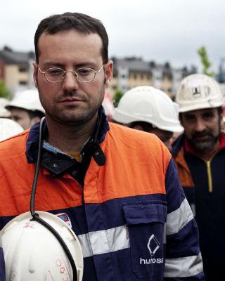 Mineros marchando en Langreo en una manifestación que congregó a 50.000 personas este lunes.