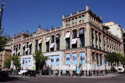 Fachada de La Casa Encendida, centro social y cultural de Obra Social Caja Madrid, cuenta con un completo centro de recursos (biblioteca, mediateca, hemeroteca, laboratorio de radio, fotográfico y multimedia) accesible a todos los públicos. EFE/Archivo