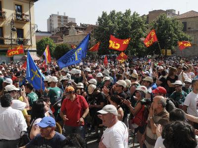 Las columnas la 'marcha negra' llegaron hoy a León, en la primera etapa conjunta de su recorrido a Madrid. EFE/J.Casares