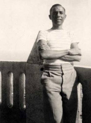 Miguel Hernández en Cartagena, en 1935.