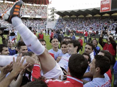 Los jugadores del Celta celebran el ascenso. EFE