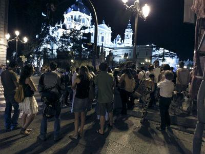 La Policía Nacional desaloja a los encerrados en la Catedral de la Almudena.