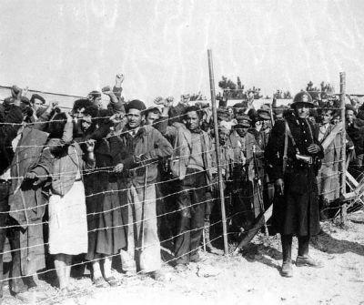 Refugiados españoles en 1939 en Argeles Sur Mer.