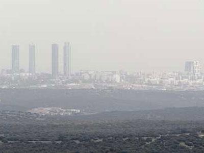 Vista de Madrid desde Hoyo de Manzanares, desde donde es visible la contaminación del aire. EFE/Angel Díaz
