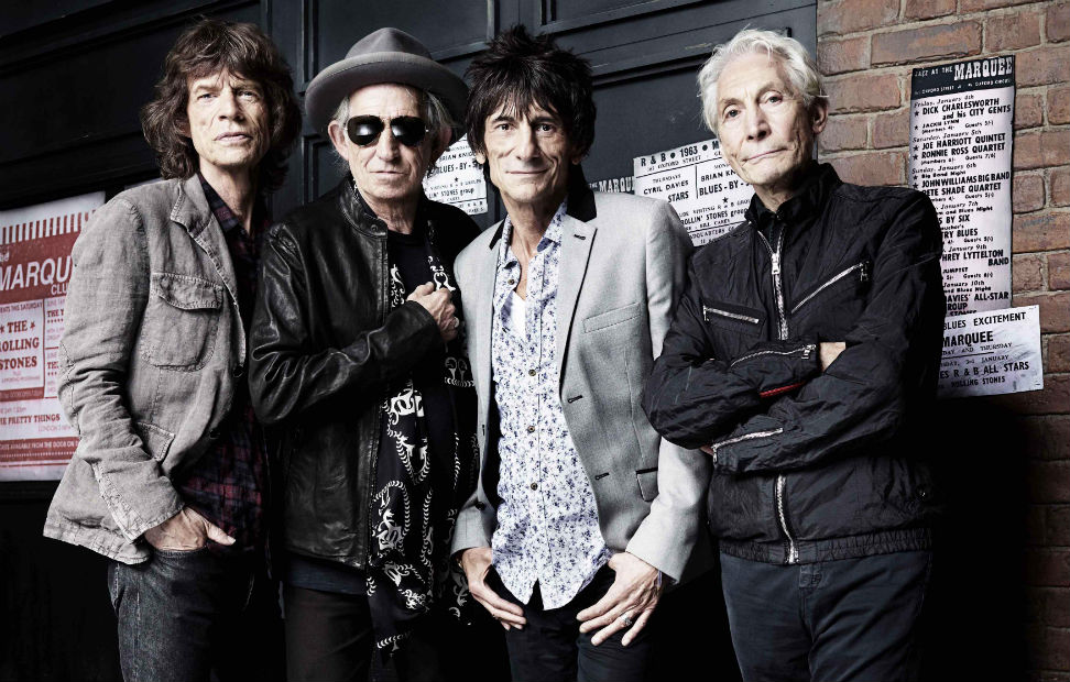 Los Rolling Stones, Mick Jagger, Keith Richards, Ronnie Wood y Charlie Watts (I-D) posan delante del Marquee Club en Londres. REUTERS