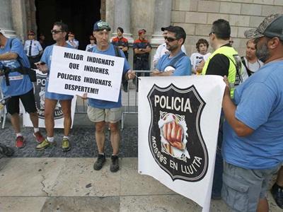 Un millar de mossos d'esquadra se han concentrado hoy en Barcelona - EFE