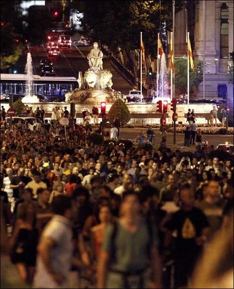 La Plaza de la Cibeles ha sido testigo de excepción de la marcha ya entrada la noche.