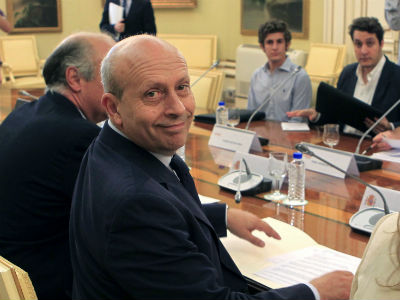 El ministro de Educación, José Ignacio Wert, en la reunión que mantuvo hoy con las asociaciones de estudiantes. EFE.