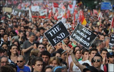 En Madrid los manifestantes se han desgañitado con eslóganes contra el Gobierno.- DOMINIQUE FAGET (AFP)