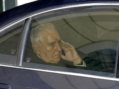 Carlos Dívar, en su coche oficial - EFE