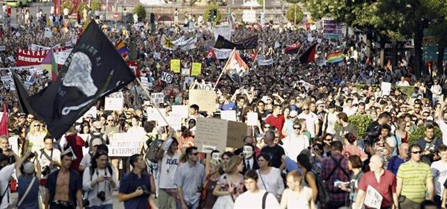 Miles de personas han gritado con los desempleados: 'Nos hunden el país' o 'A la guillotina, el chorizo está mejor' - EFE