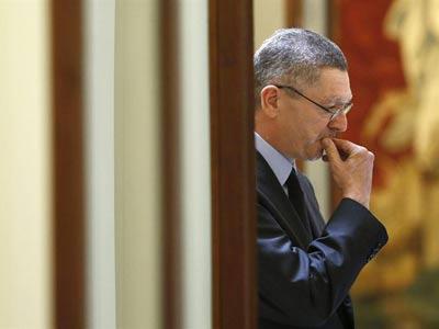 El ministro de Justicia, Alberto Ruiz-Gallardón, el pasado jueves, 19 de julio, en los pasillos del Congreso.- EFE