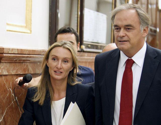 Esteban González Pons junto a la diputada del PP por Castellón Andrea Fabra, el pasado 17 de julio en los pasillos del Congreso.-