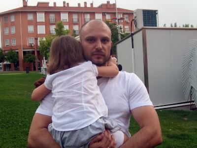 José Miguel Sánchez con su hija Míriam, que sufre un Trastorno Generalizado del Desarrollo.