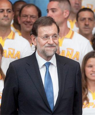 El FMI afirma que los recortes aplicados por el presidente del Gobierno, Mariano Rajoy, deprimirán aún más la economía. Reuters