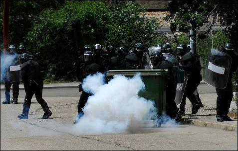 La Guardia Civil ha entrado en Ciñera, donde ha detenido a dos personas - REUTERS