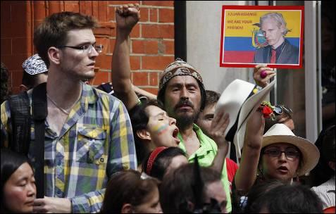 Más seguidores de Assange.
