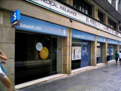 Sabadell plantea a los sindicatos recortar empleos for Oficina de empleo sabadell