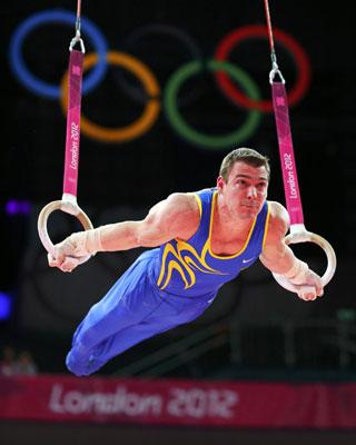 El brasileño Arthur Nabarrete Zanetti durante su ejercicio en las anillas.