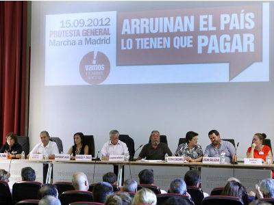 Imagen de los participantes de la segunda reunión de la Cumbre Social, celebrada el 10 de septiembre de 2012 en Madrid.