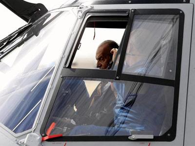 El rey probando el helicóptero de combate, esta mañana. EFE
