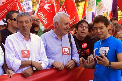 Gregorio Gordo, a la izquierda, junto al coordinador general de IU, Cayo Lara, durante la manifestación del 15-S en Madrid. -