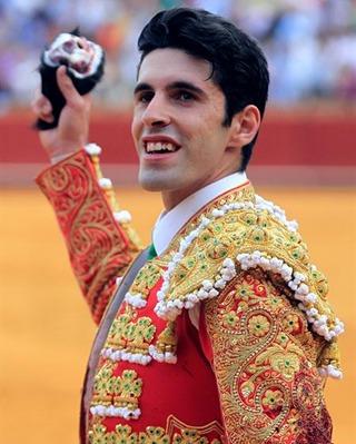 El diestro Alejandro Talavante tras cortar una oreja a su segundo en la corrida celebrada con motivo de la feria de San Miguel