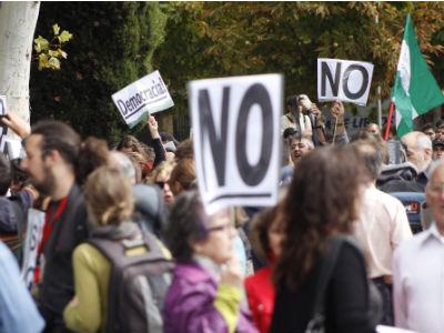 Manifestantes en las inmediaciones de la estación de Atocha de Madrid.