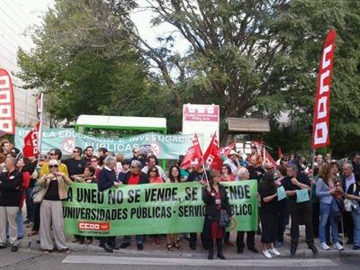 Los concentrados han gritado contra los recortes en educación - P.D.