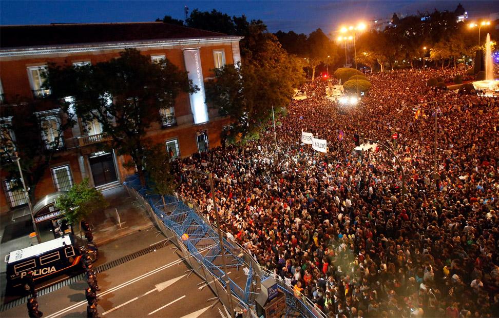 Miles de manifestantes llenan la plaza de Neptuno frente al Congreso de los Diputados durante la convocatoria del 29-S. REUTERS/Sergio Perez