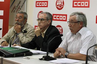 Los líderes de UGT y CCOO, junto al presidente de FACUA, en una rueda de prensa celebrada en Madrid el 4 de septiembre de 2012.