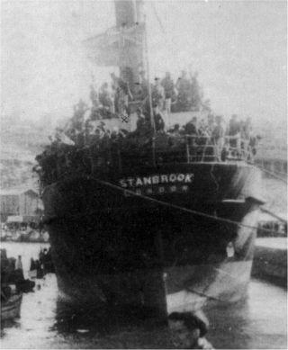 El Stanbrook fotografiado desde la costa de Orán a su llegada al puerto