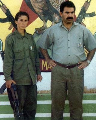 Fotografía de 1995 de la fallecida Sakine Cansz junto a Abdulá Ocalan. -