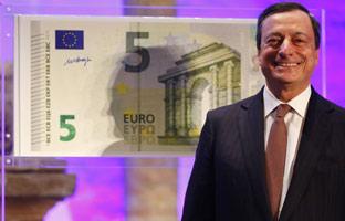 Mario Draghi, presidente del BCE, en la inauguración esta tarde de la nueva serie de billetes de euro.