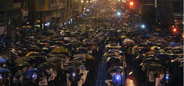 Miles de personas marchan en Bilbao a favor de los presos de ETA.