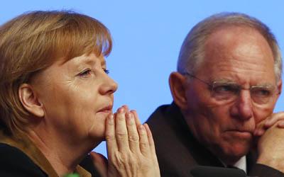La canciller alemana Angela Merkel con el ministro de Finanzas, Wolfgang Schaeuble.