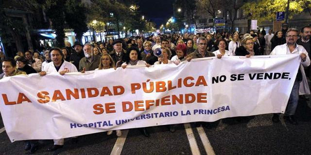 Trabajadores y pacientes de La Princesa, durante una de sus protestas de los últimos meses. EFE
