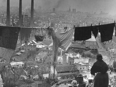 Un bombardeo durante la Guerra Civil en la ciudad de Barcelona. EFE