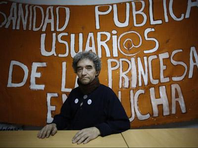 El ex enfermero del Hospital de la Princesa, Juan Antonio Recio, lleva más de un mes alimentándose a base de agua, sal, limón y sirope de arce.