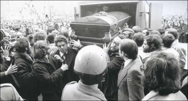 Entierro multitudinario de las víctimas de la matanza de Atocha