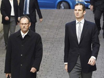 Iñaki Urdangarin con su abogado, cuando declaró ante el juez castro, en Palma de Mallorca, el pasado febrero.EFE